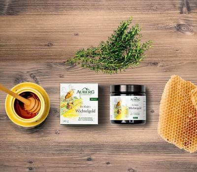 Auberg_Produktcollage_Holzbrett_Produktuebersicht_Honig